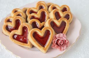 91-Calorie Almond & Jam Cookies