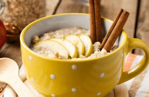 Apple-Cinnamon Slow Cooker Oatmeal