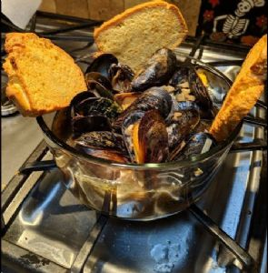 Beer Steamed Black Mussels-Instant Pot