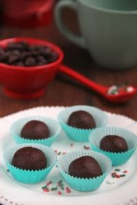 Dark chocolate truffles from foodforthesoul.net