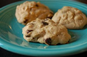 Chocolate Chip Oatmeal Cookies (Super Healthified!)