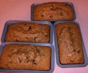 Soft Zucchini Bread w/ applesauce no oil