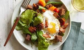 300 Calorie Breakfast - BLT and Egg Breakfast Salad