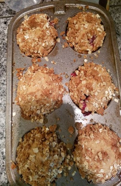 Banana blueberry struessel muffins