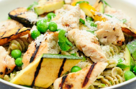 Cheese and Garlic Rotini With Grilled Chicken