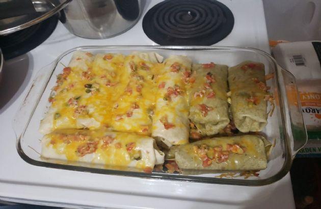 Cheesy turkey and rice burritos