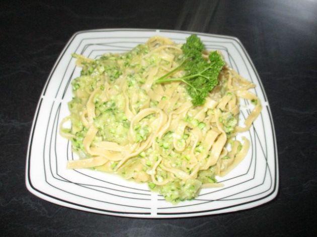 Courgette (zucchini) chili and garlic pasta