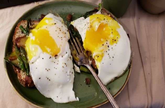 Gluten and Dairy Free Asparagus Eggs Benedict