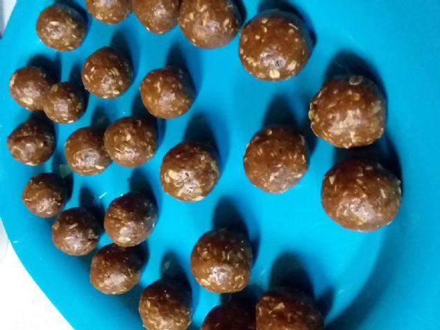 Jessy's cacao peanut butter balls