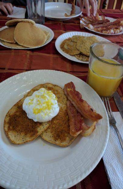 Lemon poppyseed low carb pancakes