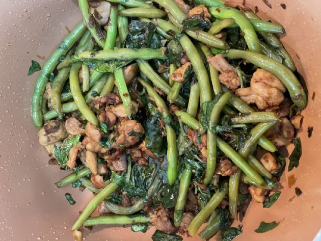 Platejoy Taiwanese Style Chicken Thighs w Green Beans
