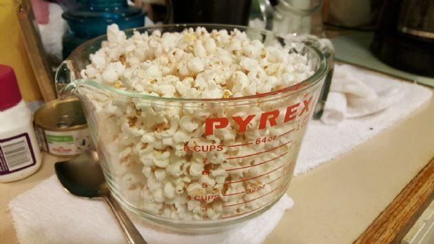 Popcorn homemade popped 1c=58cals Sesame Oil, white kernels pop corn