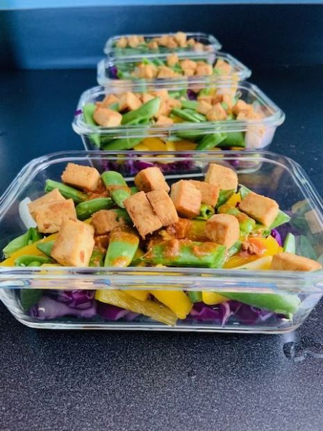 Vegan Red Cabbage Bowl with Tofu and Peanut-Sriracha Sauce