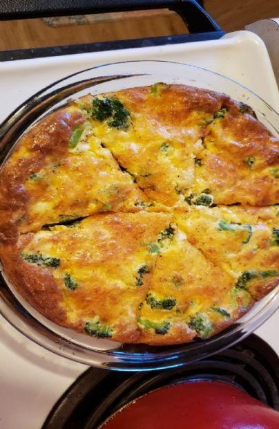 Crustless broccoli and cheese quiche