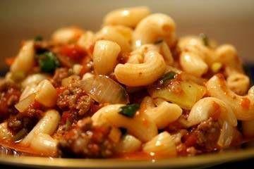 Macaron con carne (beefaroni)
