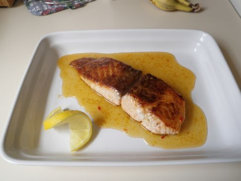 Seared Salmon with Apricot and Sweet Chili Sauce
