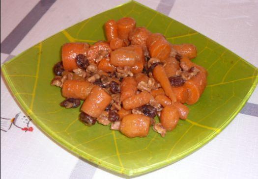 Vegan Autumn Sweet Carrots with Walnuts