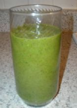 Green Smoothie: Spinach, Banana, & Strawberry