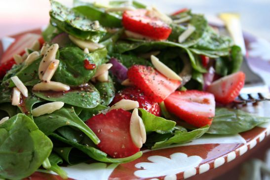 spinach, strawberry, and chicken salad