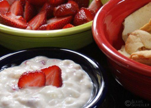 Quick & Easy Sour Cream Fruit Dip