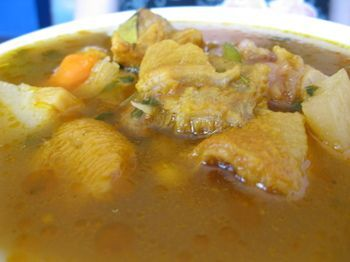 Sopa de Pat (slow-simmered pig's feet soup)