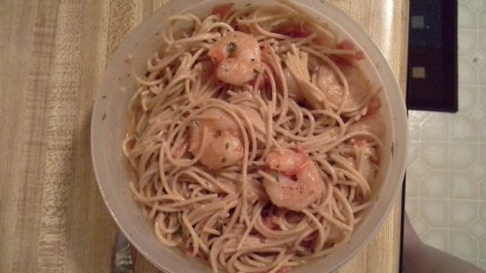 Shrimp linguine with tomatoes & parsley in wine sauce