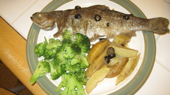 Whole trout with potatoes and olives