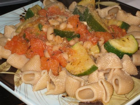 Pasta with roma tomatoes, zucchini, and white beans