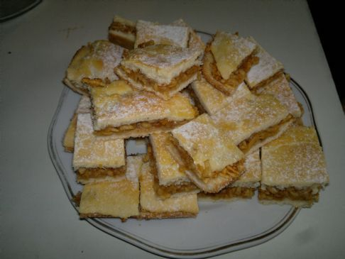 Hungarian Apple Pie - Almás lepény at Magdi néni (1serving=1square=1x1inch=55kcal)