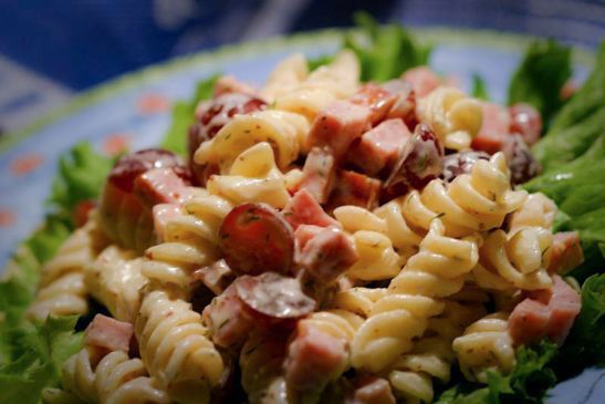 Macaroni Salad with Grapes & Turkey Ham