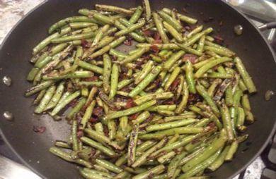 Bacon, Shallot & Rosemary Green Beans (Paleo-friendly!)
