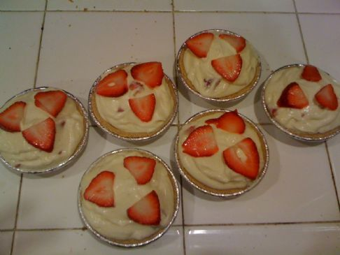 Jello Vanilla Pudding Mini Pies w/Fresh Strawberries