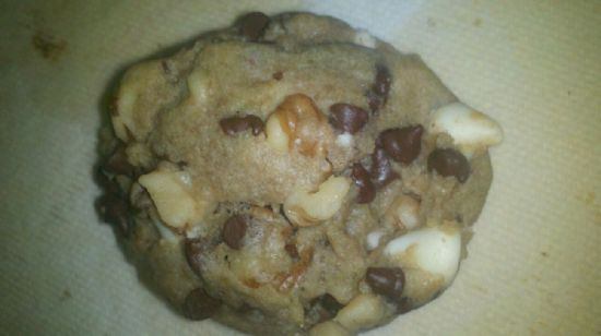 walnut, chololate chip with white cocolate chip cookies
