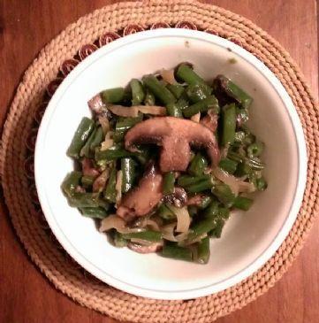 Green beens sauteed with onion, mushrooms & garlic