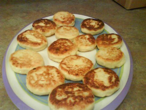 Syrniki (cottage cheese cakes)