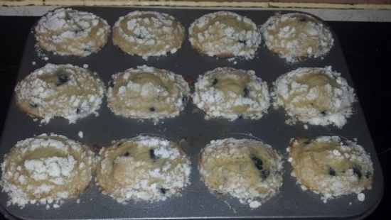 dunkin hines blueberry streusel muffins (made with greek yogurt instead of oil)