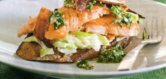 Buschetta w smoked salmon, leeks & rocket pesto