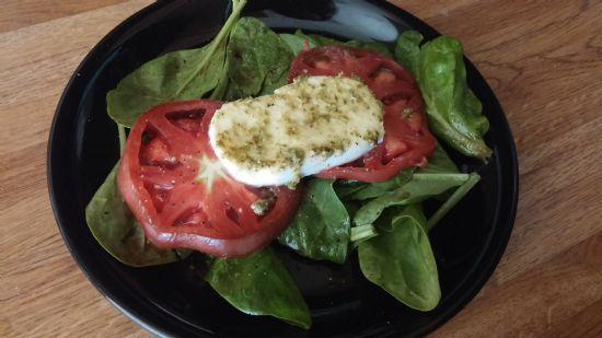 Tomato Mozzerella and Spinach Salad