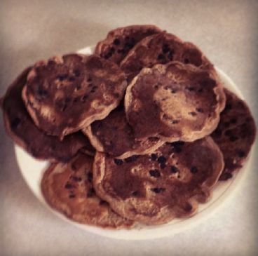 Peanut Butter Banana Chocolate Chip Protein Pancakes