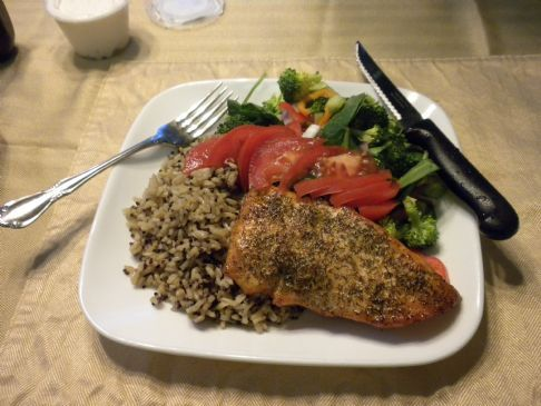 Broiled salmon with dill