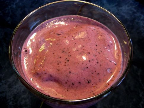 Smoothie with Cantaloupe, Berries and Banana