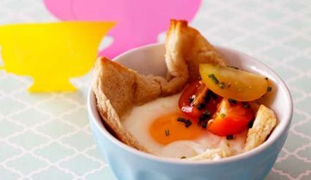 Baked Eggs in Canadian Bacon Cups with Bread for 3