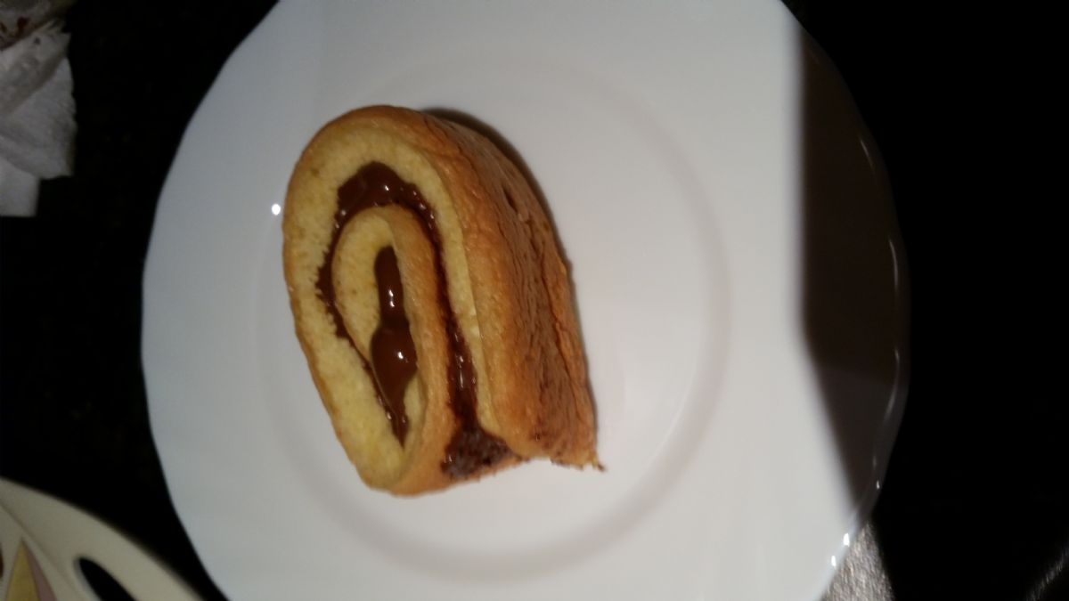 219 kcal nutella swiss roll 8 servings