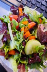 Alona's simple mixed green salad - 1 serving