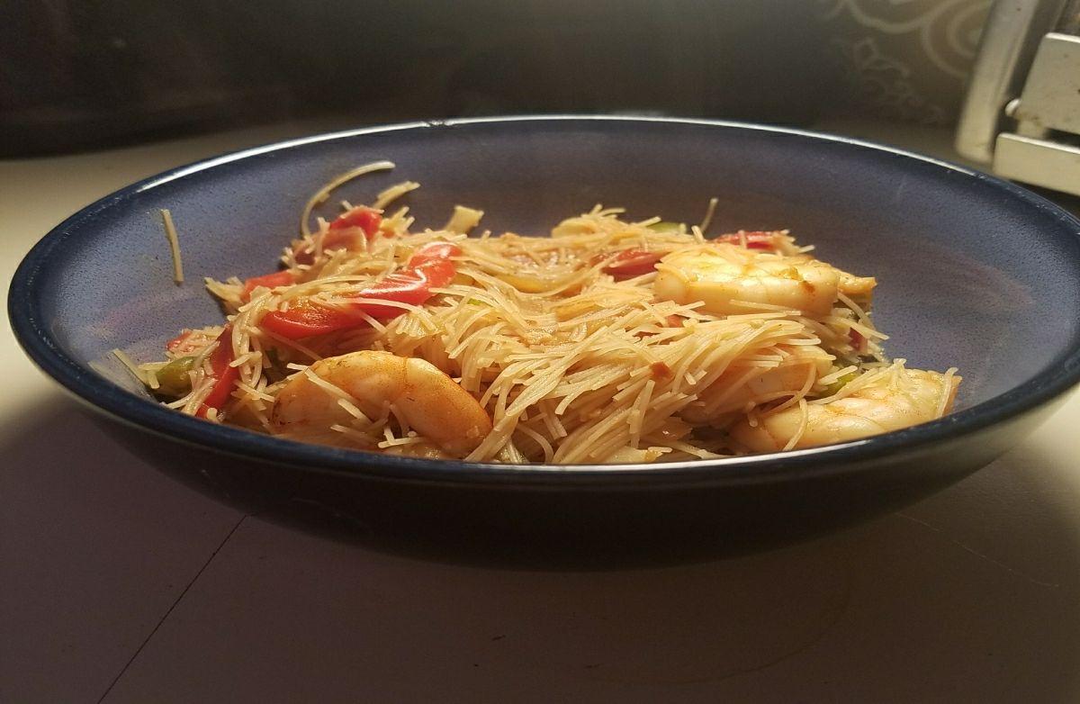 Shrimp stir fry with mai fun noodles