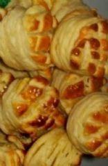 Sajtos Pogácsa - Hungarian Cheesy Yeast Biscuits