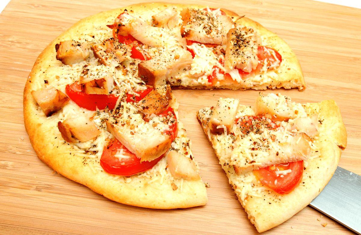 A Slimmer Slice: Fresh Tomato & Chicken Pizza