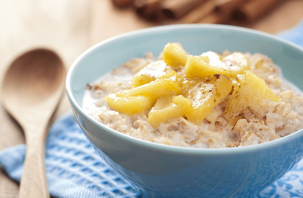 Apple Cinnamon Slow Cooker Oatmeal