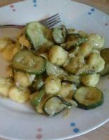 Basic gnocchi with pesto sauce