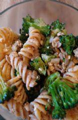 Broccoli pasta salad with tomato vinaigrette